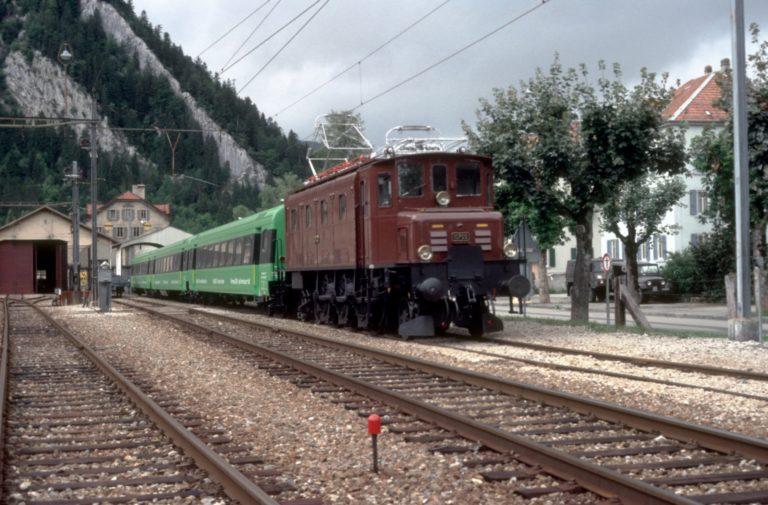 La 10700 et la rame de voitures unifiées type III dans leur couleur verte (crédit: Mario Stefani)