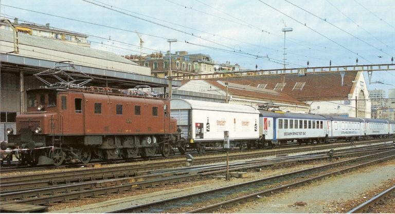 La 10700 et la rame de voitures unifiées type III dans leur couleur blanche (crédit: Lionel Besençon)
